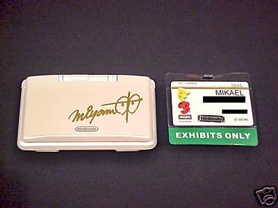 Nintendo DS firmada por Miyamoto