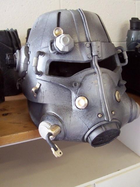 Cosplay de Fallout 3 Helmet-painting-process